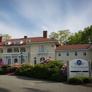 front view of the inn on campus during spring/summer