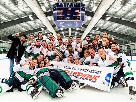 Endicott men's hockey posing with CCC championship trophy