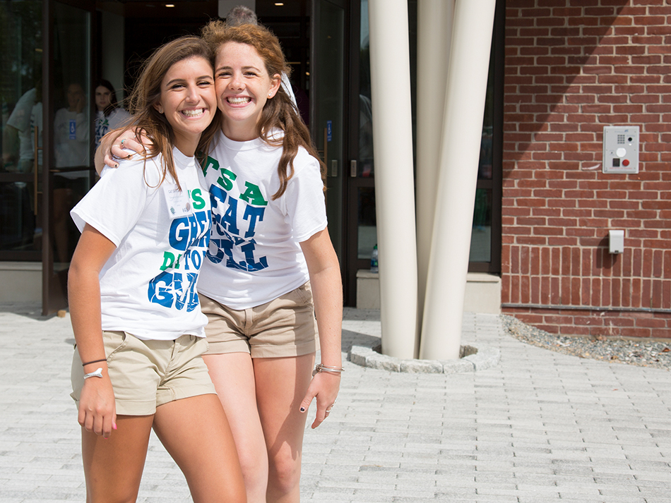two students smiling/enjoying move in day