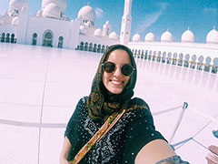 Student in front of large Mosque in Abu Dhabi